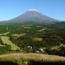 ・秋の富士にはススキ…