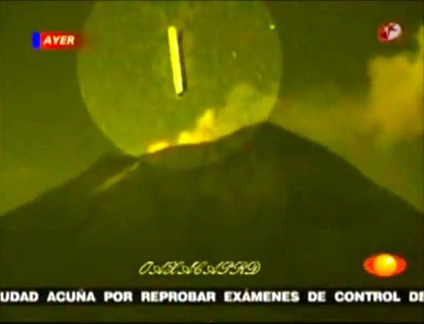 UFOが火山に!