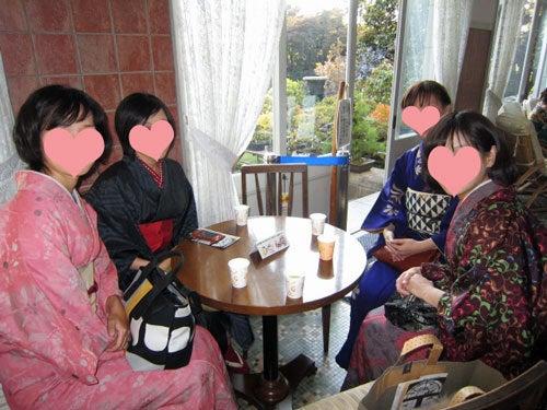 東京で着物ライフを楽しむ会 ~東京きものライフ~-他の4人はサンルームでおしゃべり