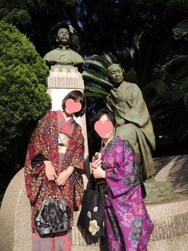 東京で着物ライフを楽しむ会 ~東京きものライフ~-鳩山家の銅像に仲間入り
