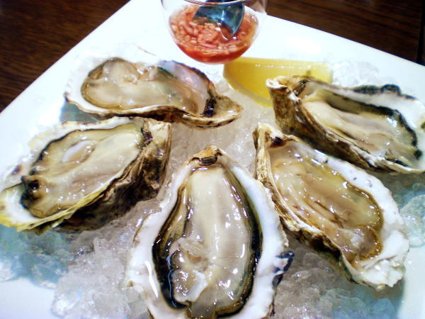 食べて飲んで観て読んだコト+レストラン・カザマ-厚岸産牡蠣