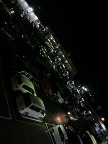深夜なのに大混雑な駐車場