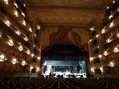 コロン劇場1