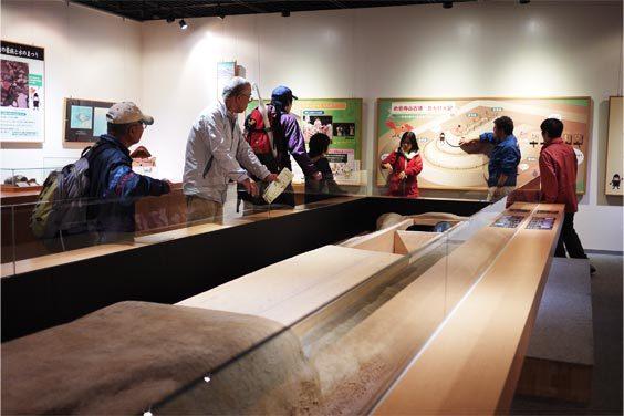 ハニワこうていの世界征服ブログ八尾市立長池小と手話サークルの団体見学だ。