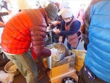 浄土宗災害復興福島事務所のブログ-20121127上荒川近江米配布芋煮会⑥