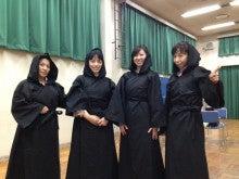 らくやの楽屋のブログ-黒い四人の女