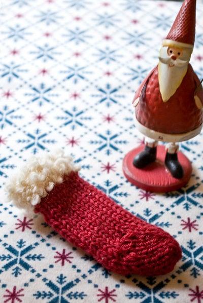 クリスマス用に編んだ真っ赤な手編みの靴下。でも失敗…