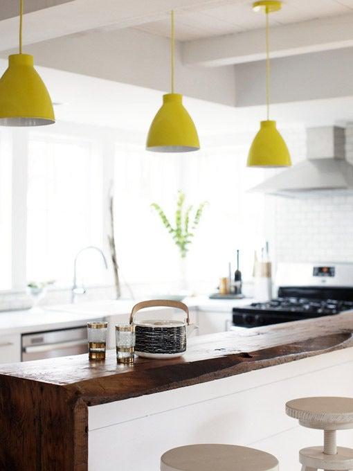 北欧×シャビーなキッチンは照明使いが決め手!