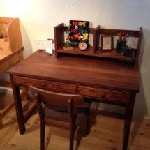 子供部屋の机はオサレ…