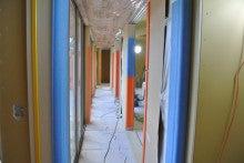 $家族を包む家-長い廊下
