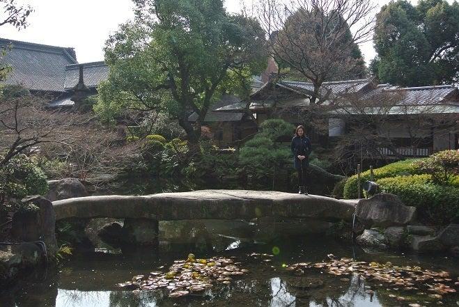 銀座由美ママの心意気-太閤園 淀川邸前 由美ママ