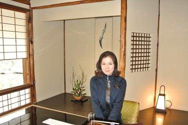 銀座由美ママの心意気-太閤園 淀川邸 茶室 大炉 由美ママ