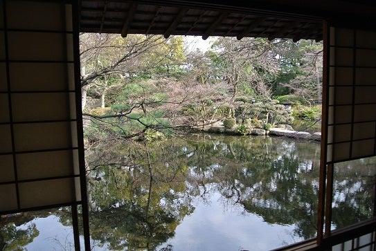 銀座由美ママの心意気-太閤園 淀川邸 茶室 大炉からの景観