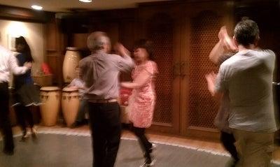 踊ると元気になれるキューバンサルサダンスを初心者に優しく教える東京サルサレッスン・教室