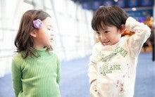 Kids-tokei(キッズ時計クラブ)~「天使たちの一分間オンステージ」~-照れくさそうな2人