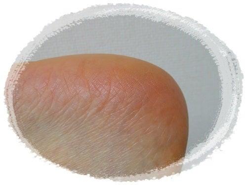 フィトリフト口コミ、ふきとり化粧水から始まるエイジングケア-フィト発酵エキス配合のフィトリフトを塗った足
