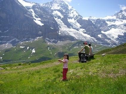 子供も楽しめるスイスの山ハイキング