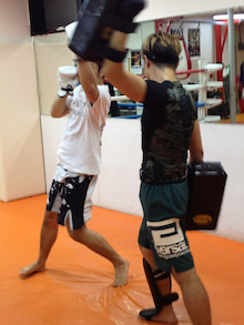 「キックボクシング MMA 柔術 吉祥寺 クロスポイント クラス ダイエット 格闘技初心者歓迎」クロスポイント吉祥寺