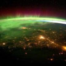 宇宙から見たオーロラ…