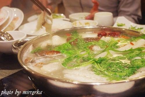 中国大連生活・観光旅行ニュース**-大連 龍継 斑魚庄 魚のしゃぶしゃぶ