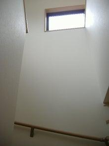 甘棠のブログ-階段上の窓