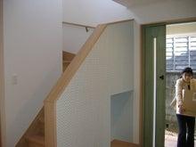 甘棠のブログ-玄関左は階段