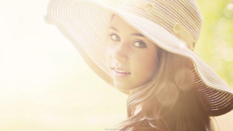 『年齢不詳女』への道DX-women-summer-hats.jpg