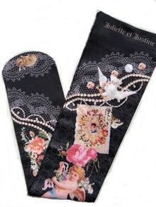 juliette-socks-up
