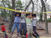 $愛知県みよし市の野外自主保育「みよし もり・そら」のブログ-ゆらさないで~!vs早くいって~!