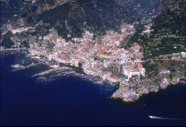 【彼女の恋した南イタリア】 - diario  イタリアリゾート最新情報    -失われたアマルフィ 本当はこう???