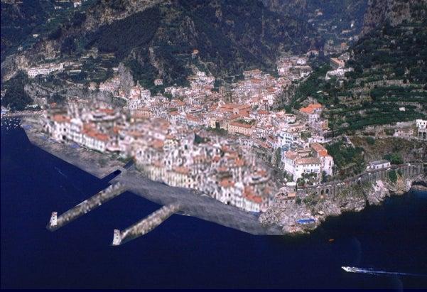 【彼女の恋した南イタリア】 - diario  イタリアリゾート最新情報    -あれ、アマルフィ海岸のどこかの町ですよね・・・