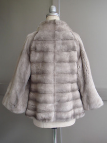 大木毛皮店工場長の毛皮修理リフォーム-毛皮 襟の形を変える