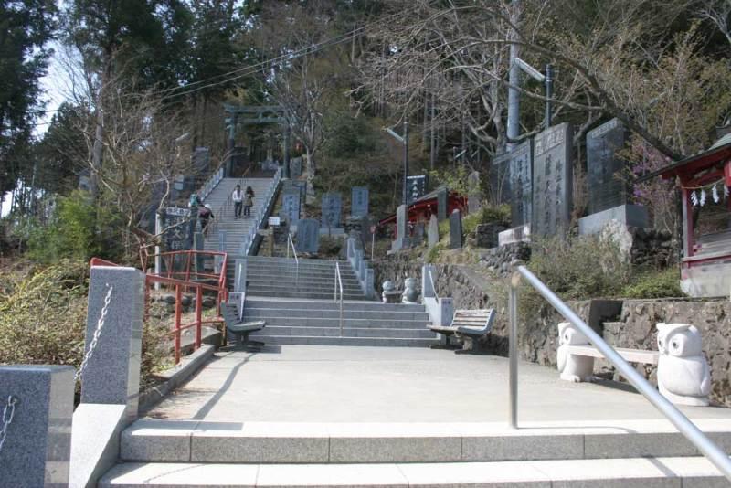 御岳城/神社はまだまだ先