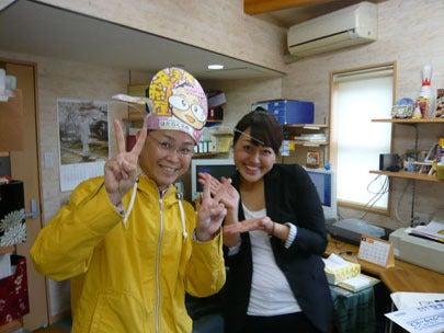 スマイルスタジアムNSTで中田エミリーさんとツーショット写真を撮った新潟の魔法の名刺屋