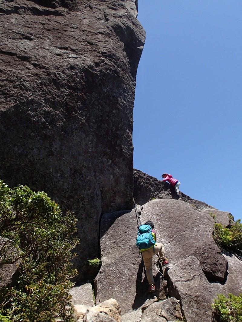 歩き人ふみの徒歩世界旅行 日本・台湾編-岩に登る