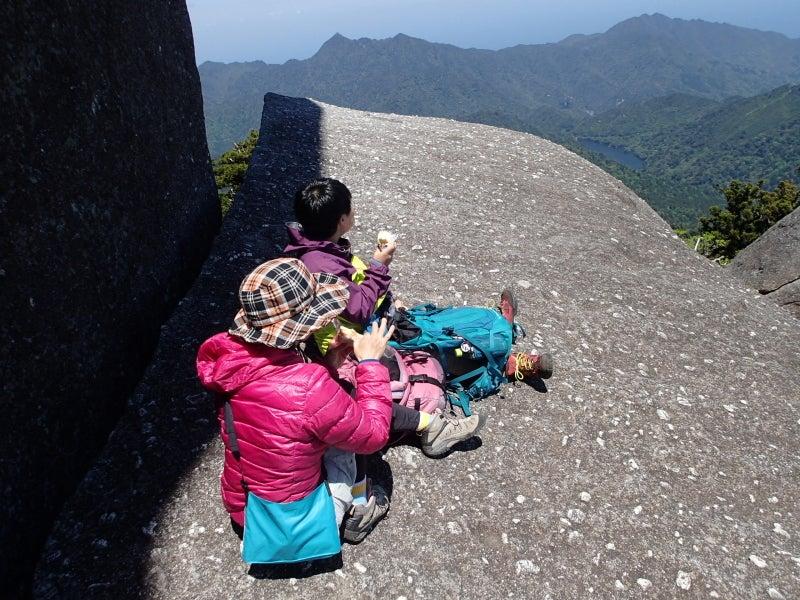 歩き人ふみの徒歩世界旅行 日本・台湾編-岩の上でお昼
