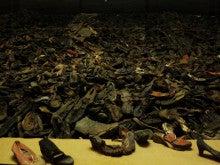 アウシュヴィッツ強制収容所 靴の山