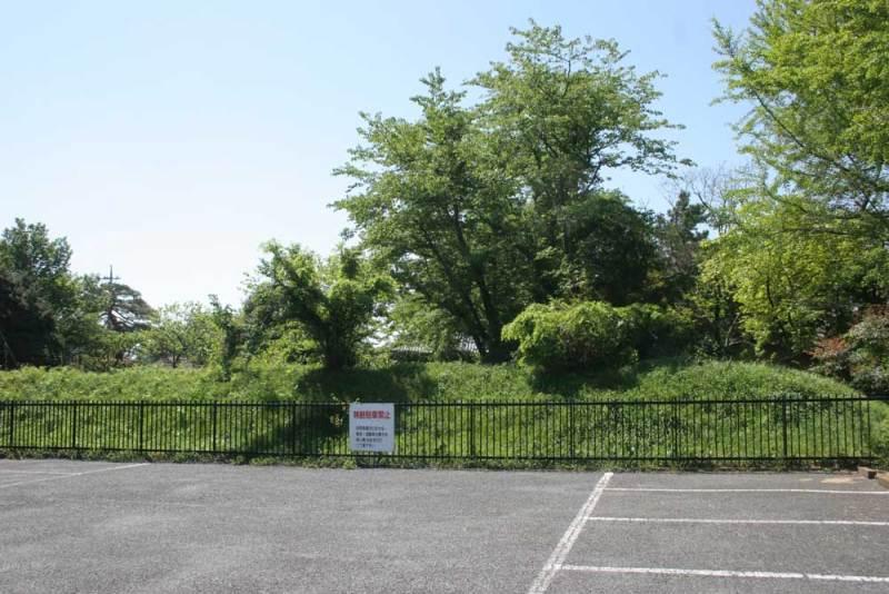 法林寺館/山門左脇に残る土塁