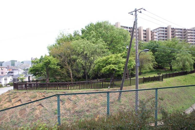 小田屋敷/富士見台公園の階段から見た松木台公園