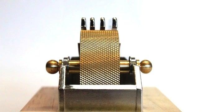 metal house / メタルハウス ・オリジナル金具・-コバ塗り、墨塗り機