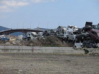 晴れのち曇り時々Ameブロ-石巻市内の瓦礫置き場