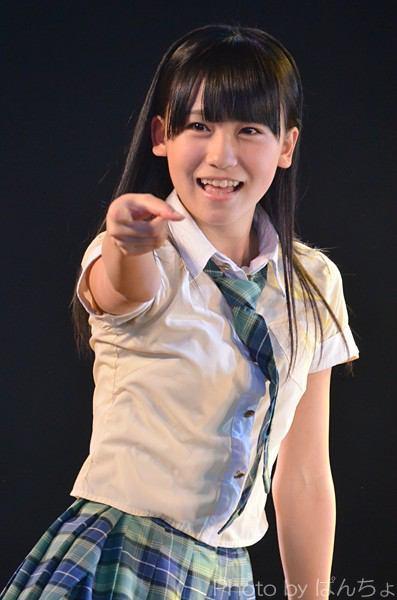ライブ中の小嶋真子