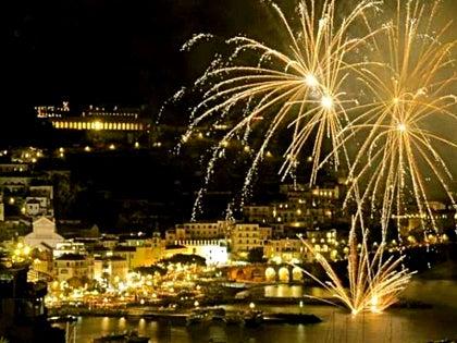 【彼女の恋した南イタリア】 - diario  イタリアリゾート最新情報    -お正月はアマルフィで! 花火もあがるよ!