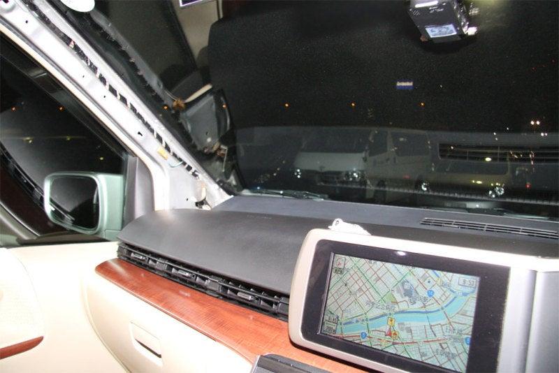 クルマはおもちゃのブログ-E51 エルグランド GPS ダッシュボード 移設
