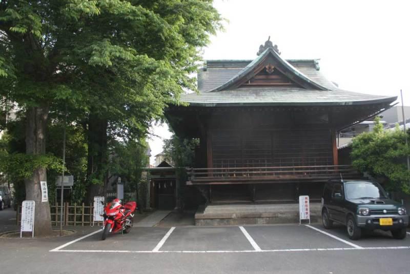 横山党館/横山神社はこの脇