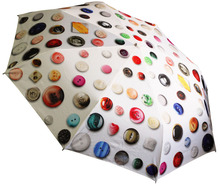 ワンタッチボタンで開閉できる折りたたみ傘