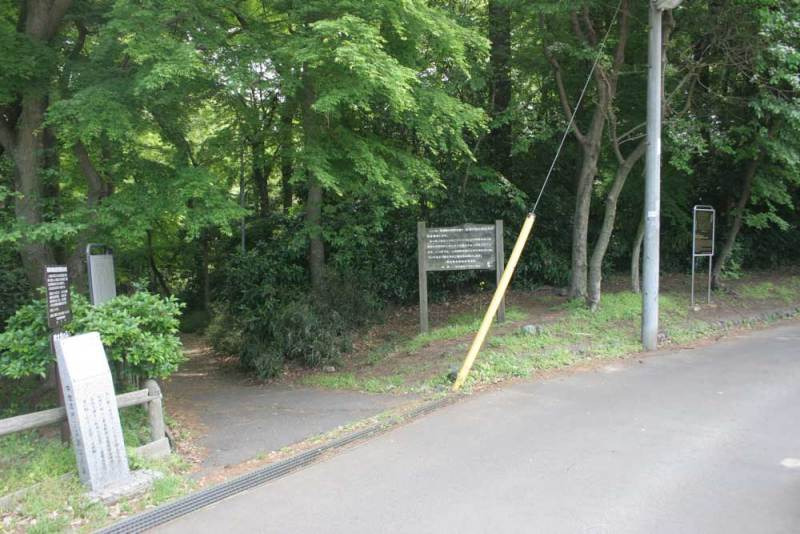 三田氏館/北側の遊歩道入口