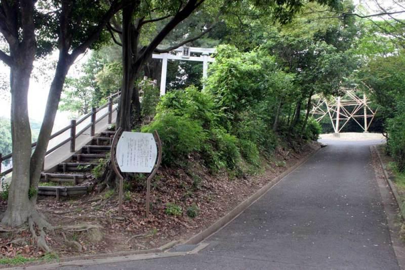 本城城/蛭子神社鳥居と説明板