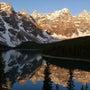 朝のモレーン湖