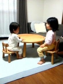 $お名前入で出産祝にも喜ばれるキッズチェア、手作り木製子供家具  mokushido-kids-丸く大きなキッズテーブル